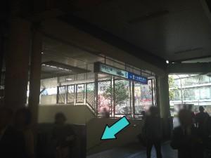 JR三宮駅雨3