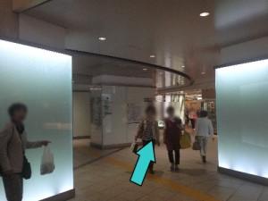 JR三宮雨3